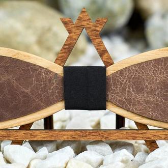 Галстук-бабочка с бежевой состареной кожей узкая