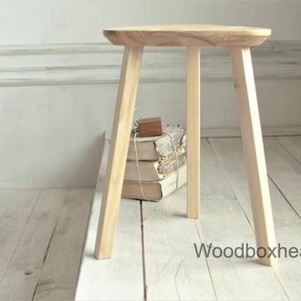 Деревянный кухонный табурет