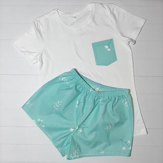 """Женская пижама из трикотажной футболки и шортиков """"Цветочки белые на мятном"""" S, M"""