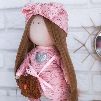 Кукла со светло-русыми прямыми волосами