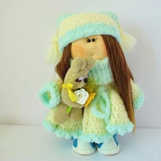 Кукла интерьерная в пышном белом платье с зайкой