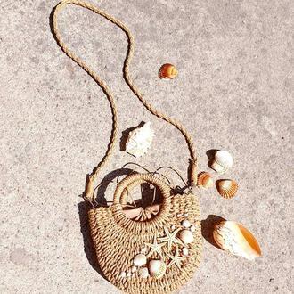 Соломенная сумочка с морским декором