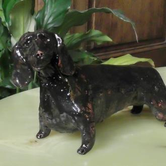 Статуэтка собаки породы такса керамика глазурь