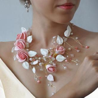 Колье с розовыми цветами жемчугом и самоцветами