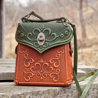 Маленькая авторская Сумочка-рюкзак кожаная оливково-рыжая с орнаментом Бохо