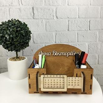 Деревянный именной органайзер для учителя с вечным календарем