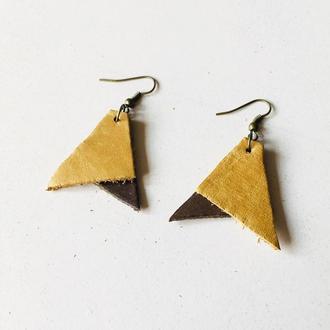 Бежевые кожаные серьги, серьги треугольники, серьги из кожи