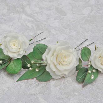 Шпильки в прическу белые розы и листва эвкалипта Свадебные шпильки с цветами и бусинами