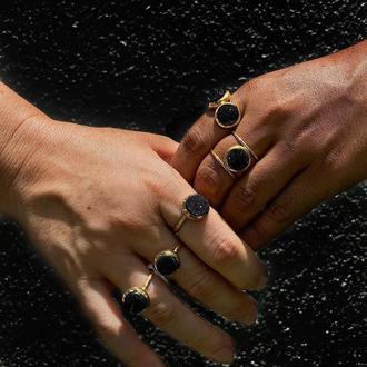 Одинарное кольцо с черной друзой кварца