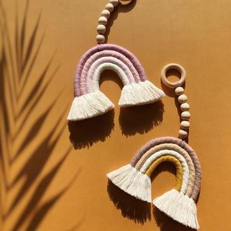 Подвеска-грызунок радуга на деревянном колечке ручной работы