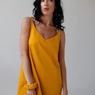 Длинное платье из льна с открытой спиной