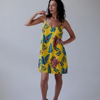 Платье с ярким принтом