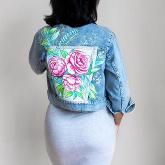 Джинсовая куртка с росписью Пионы