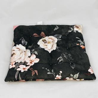 Подушка с цветами. Мягкое сиденье.