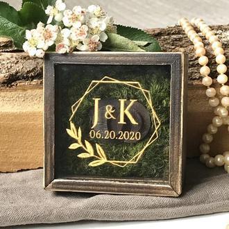 Деревянная коробочка  для обручальных колец  с  вашей надписью 7х7х3 см