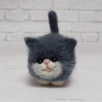 Игрушка серый кот. Фигурка кота. Коты валяные. Кот валяние. Копии котов. Копии животных