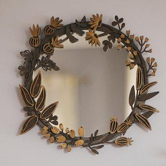 Зеркало с цветочной деревянной рамой