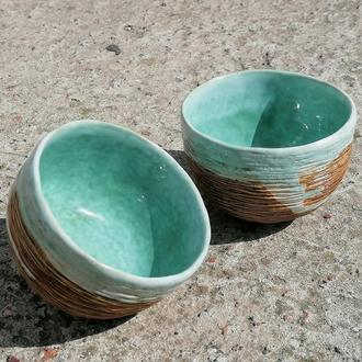 пара бирюзовых пиал или чайных чаш