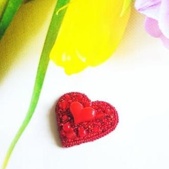 Брошь сердце красная Подарок девушке Брошь из бисера