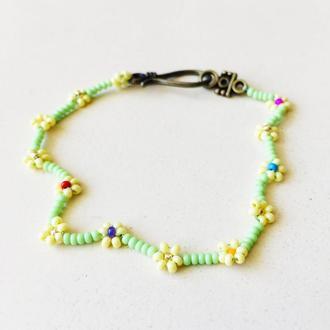 Цветочный браслет из бисера, бисерный браслет, фенечка из бисера, салатово-желтый браслет
