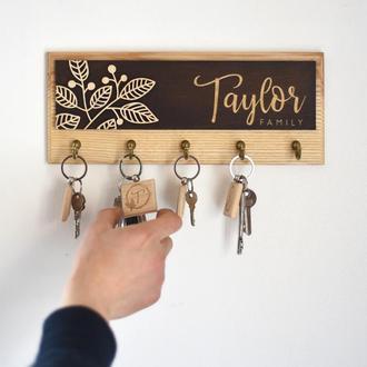 Ключница из дерева TAYLOR Should Buy Wood Именная 13х32см Светлая