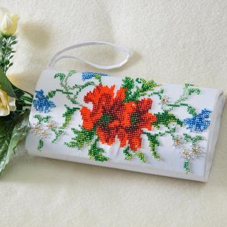 Сумка-клатч с бисерной вышивкой