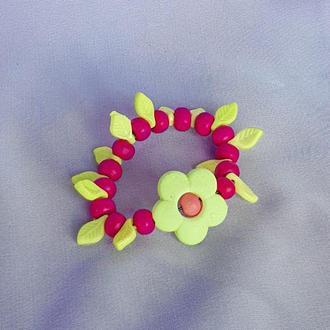 """Дитячий браслет для дівчинки """"КВІТИ в САДУ"""" рожевий з дерев'яних намистин/Оригінальний подарунок малюку"""