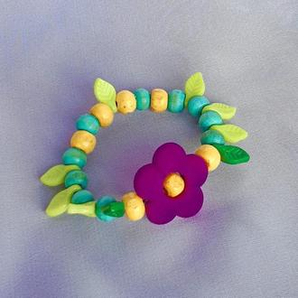 """Дитячий браслет для дівчинки """"КВІТИ в САДУ"""" зелений з дерев'яних намистин/Оригінальний подарунок малюку"""