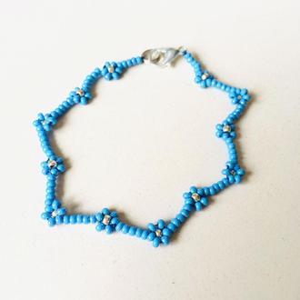 Голубой бисерный браслет, браслет из бисера, фенечка из бисера, цветочный браслет