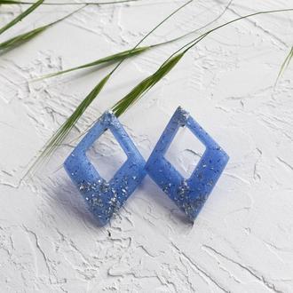 Синие геометрические серьги гвоздики из эпоксидной смолы