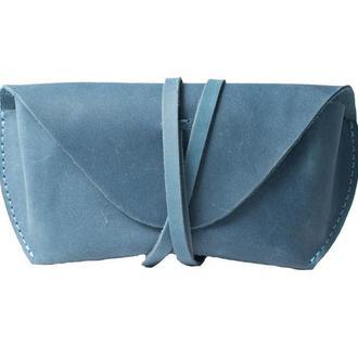Кожаный чехол для очков на ремешке. 02003/голубой