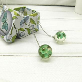 Сережки длинные с зелеными цветами