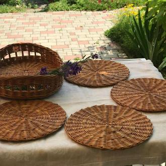 Плетеный набор -поднос и подставки под тарелки