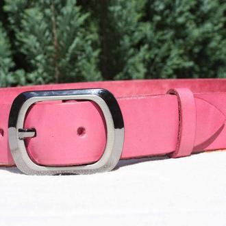Женский кожаный ремень в подарочной упаковке.