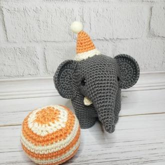 Слоненок Густав