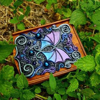 Деревянная шкатулка с крыльями дракона. Подарок. Готический, волшебный декор. Полимерная глина.