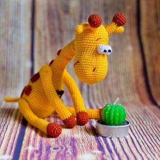 """Вязаная игрушка """"Жираф мечтательный необыкновенный"""""""