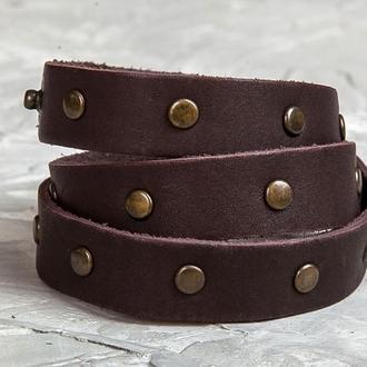 Коричневый тонкий кожаный браслет в три оборота с бронзовыми металлическими вставками код 8081