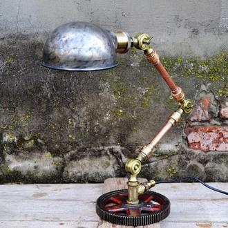 Настольная лампа в стиле лофт Индустриальный меный светильник из ретро деталей.