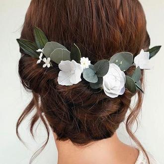Шпильки для волос с белыми цветами и зеленью / Весільні прикраси для волосся