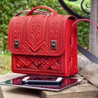 Долговечная кожаная сумка порфель с тиснением красная, подходит под планшет, тетрадь