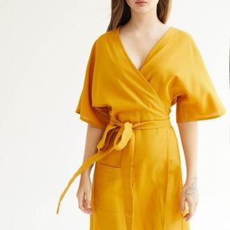 Желтое мини платье из льна