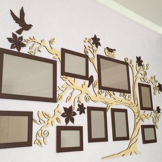 Настенный декор с фоторамками из дерева