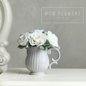 Цветы в чашке