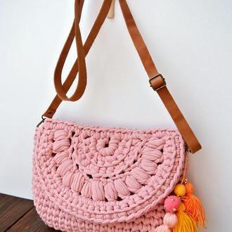 Летняя сумка из трикотажной пряжи с кожаным ремешком