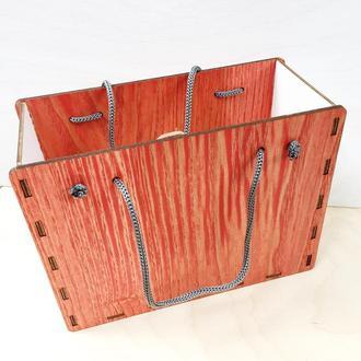 Подарочная коробочка из дерева с ручками. Коробочка для упаковки подарка. Коробочка - сумочка.