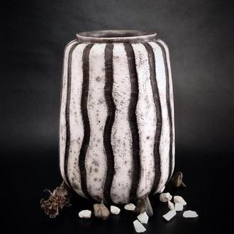 Черно - белая напольная керамическая ваза ручной работы, 23 см высота, арт.№47