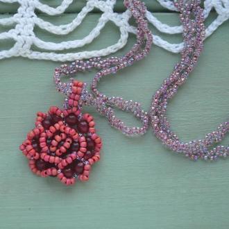 Яркий кулон в форме розы из натурального халцедона и японского бисера на цепочке