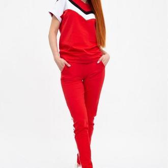 Спортивний жіночий костюм