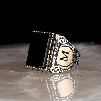 Авторитетный перстень  из серебра с черным ониксом Гравировка по бокам